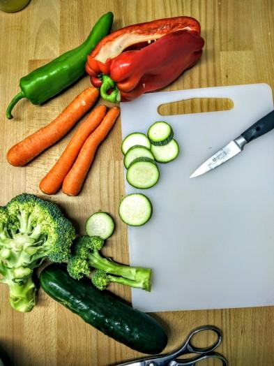 hummus garbanzos tabla corte verduras